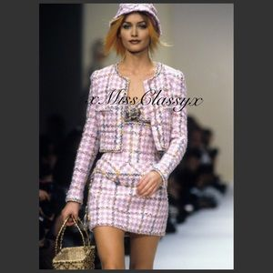 CHANEL Runway Tweed Boucle Pink Cropped Jacket